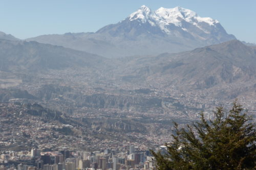 La Paz,  sourrounded by mountains